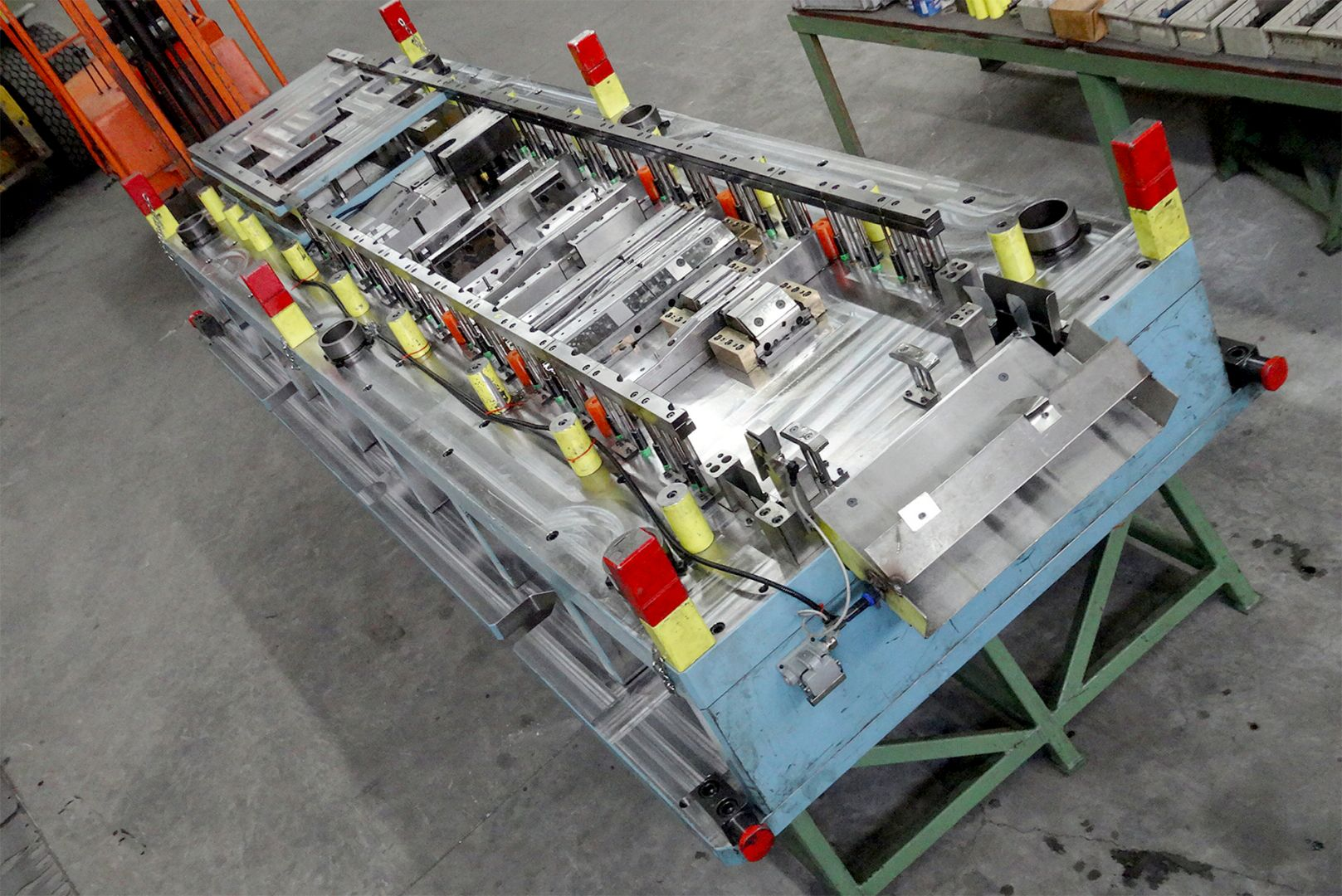 Toolshop–Werkzeugbau–orodjarstvo-5 Orodje za preoblikov plocevine _ slika 5a