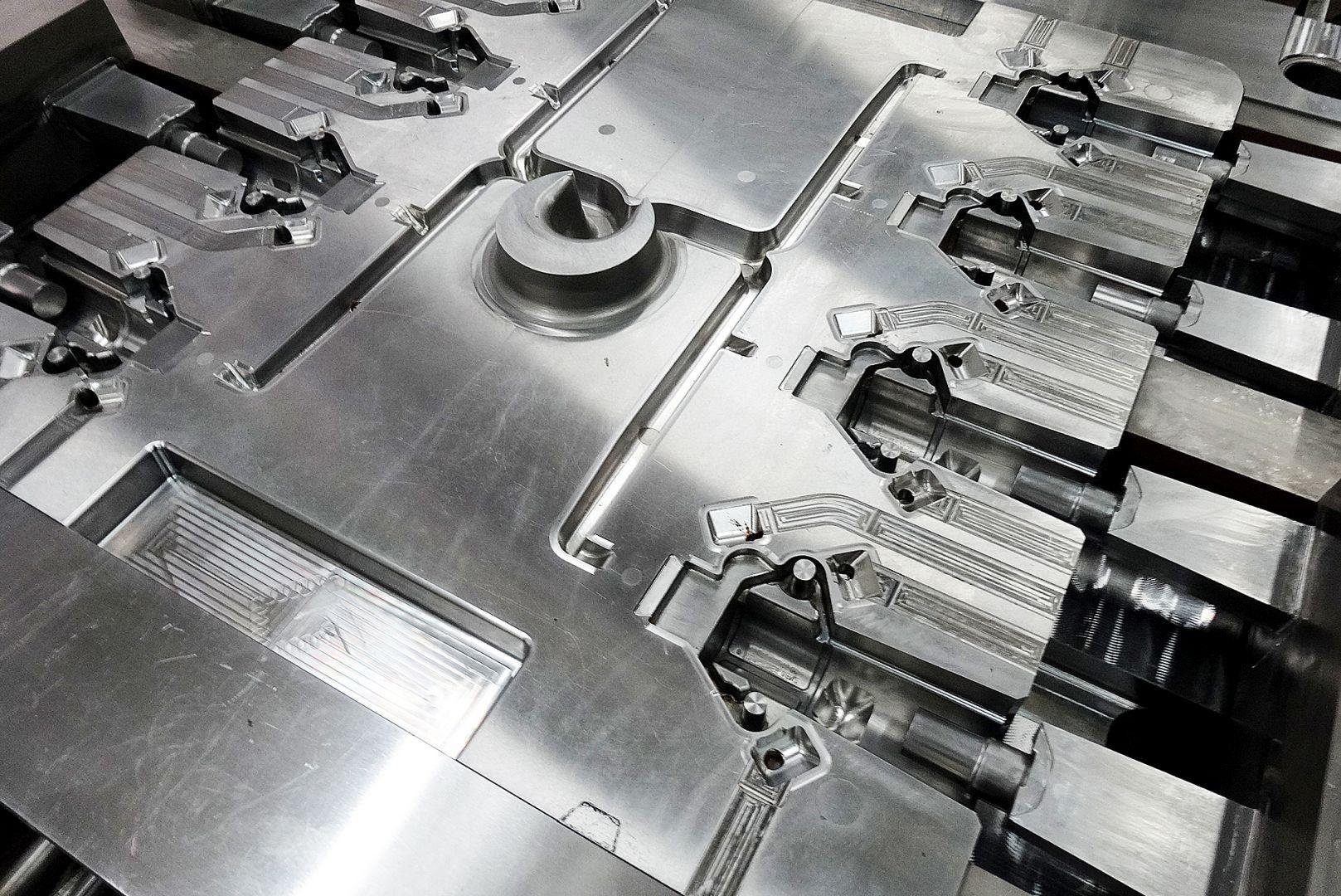 Toolshop–Werkzeugbau–orodjarstvo-7 Orodja za tlacno litje _ slika 5