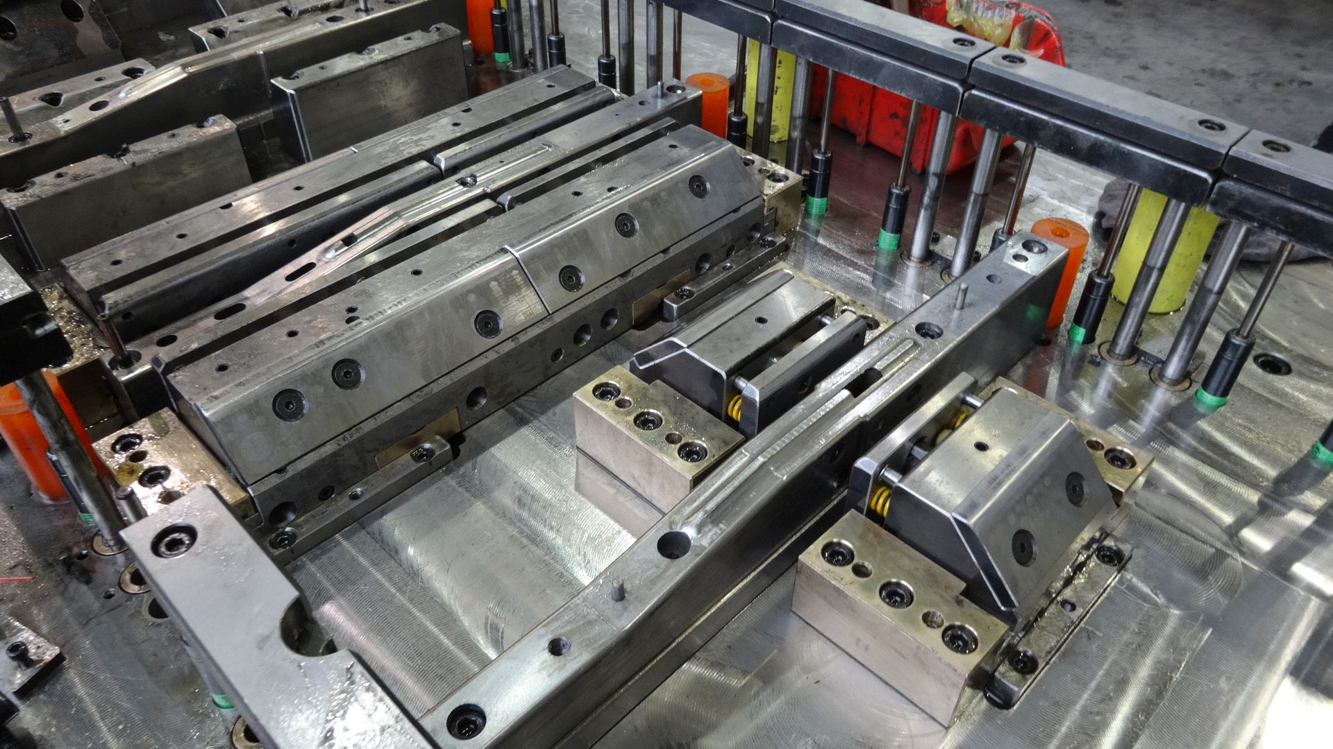 Toolshop–Werkzeugbau–orodjarstvo-DSC00651